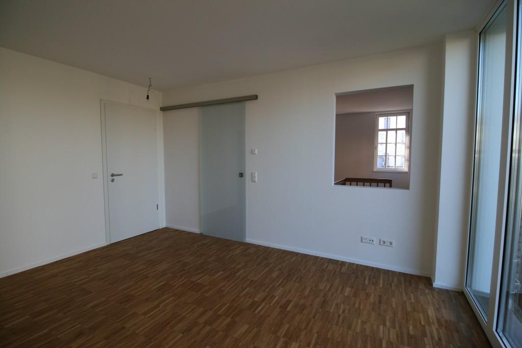 Ausstellung/Büro mit Übergang zum Atelier