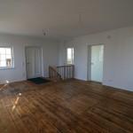 Atelier mit Eingangstür und Abgang zum Keller